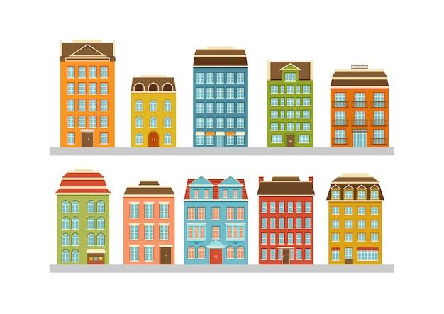 近代的な多階建ての建物のセット。市内の住宅。ドア、窓、バルコニー付きの家の正面。図。