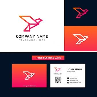 飛んでいる鳥のロゴのデザインテンプレート