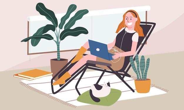 Плоская иллюстрация стиля персонажа из мультфильма женщины охлаждая на стуле с компьтер-книжкой и наушником в живущей комнате. повседневная жизнедеятельность во время карантина. концепция хобби идеи, которые можно сделать дома.