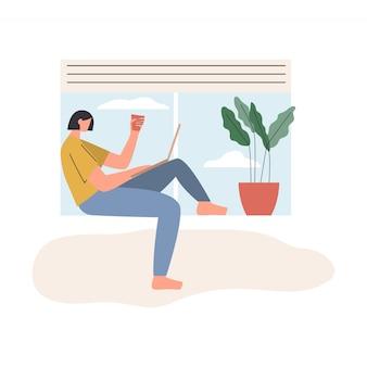 在宅勤務の女性。ノートパソコンと窓辺に座っているとオンライン会議を持つ女性。自宅からリラックスしたペースで居心地の良い職場で働くフリーランサーのキャラクター。フラットイラスト