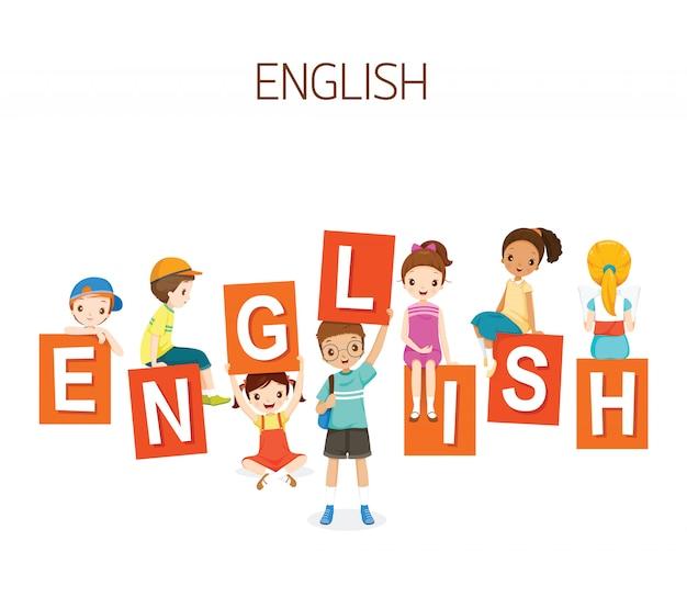 英語のアルファベットを持つ子供、学校に戻る学生