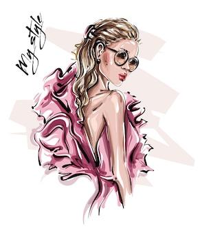 手描きのサングラスで美しい若い女性。ピンクのドレスでスタイリッシュな女の子。ファッション女性を見てください。