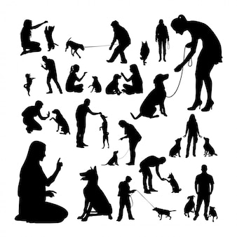 犬のトレーナーのシルエット。