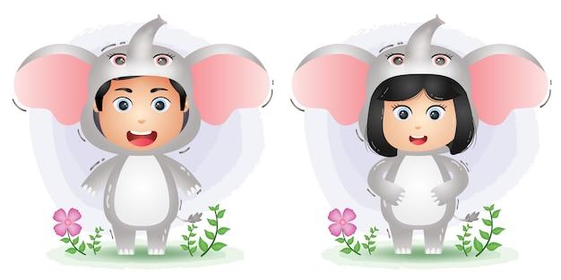 Милая пара в костюме слонов