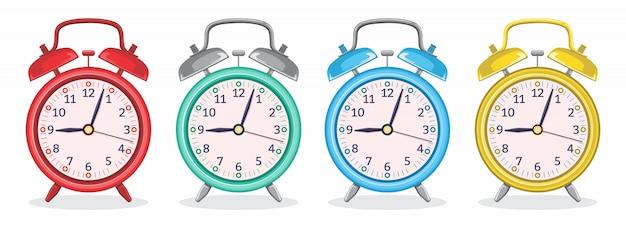 さまざまな色の金属製目覚まし時計