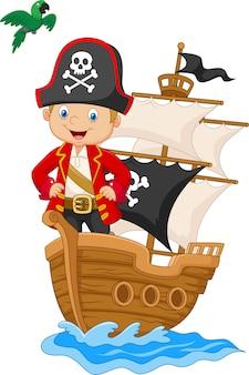 Мультяшный маленький пират на своем корабле