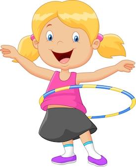かわいい女の子は、フラフープを巻く