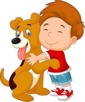 愛情を持って彼のペットの犬を抱擁している幸せな若い少年