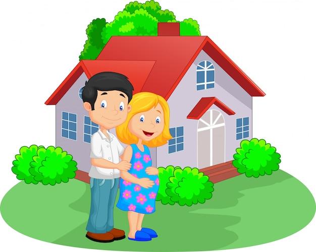彼らの家の前で若いカップル