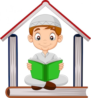 Мультяшный мусульманский мальчик читает книгу