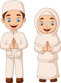 白い背景の上の幸せなイスラム教徒の子供漫画
