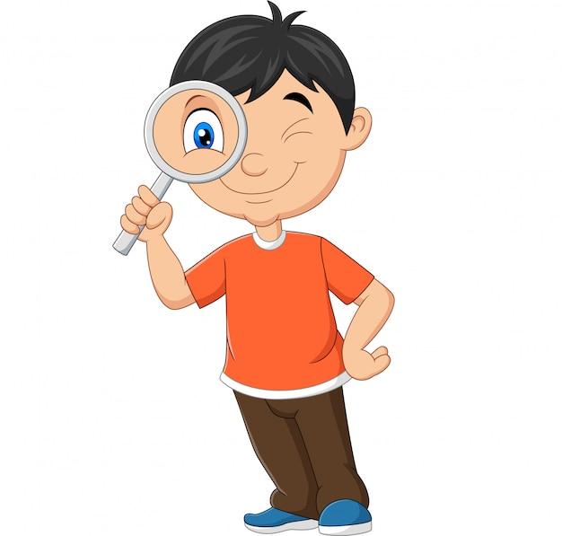 虫眼鏡を使用して小さな男の子