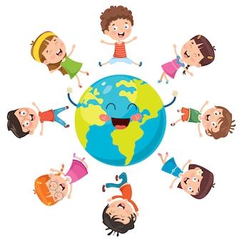 Счастливые дети позируют на земле