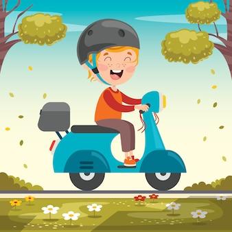 Забавный малыш за рулем разноцветного мотоцикла