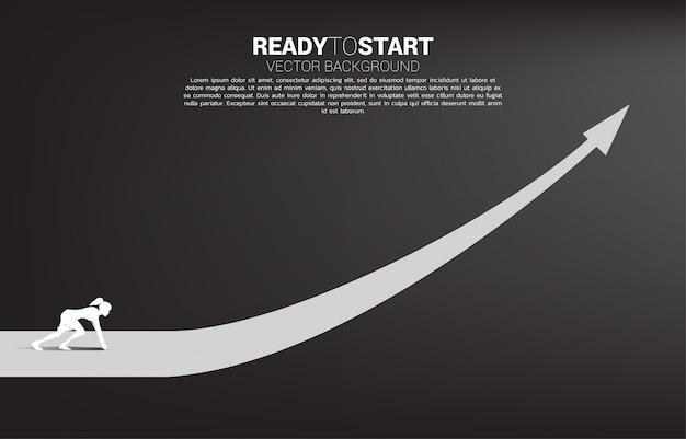 Силуэт коммерсантки готовый для того чтобы побежать от линии старта на растущей диаграмме. концепция людей, готовых начать карьеру и бизнес