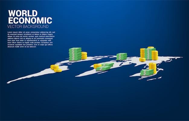 世界地図上のお金のコインと紙幣のスタック