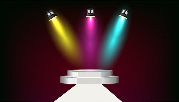 明るい照明付きスポットライトと円形の表彰台