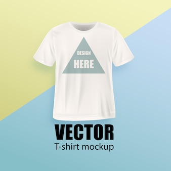 Вид спереди белой мужской футболки реалистичный макет