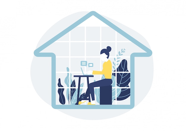 Женщина сидит за столом в доме с ноутбуком. работа из дома концепции.