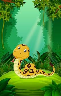 Змея в ясном и зеленом лесу
