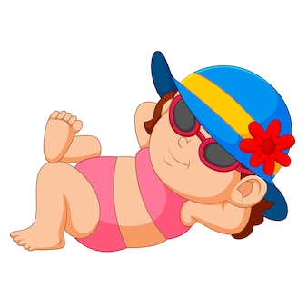 ビキニと太陽の帽子の女性は日当たりの良いビーチでリラックス