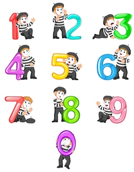 バルーン番号で遊ぶパントマイムの少年