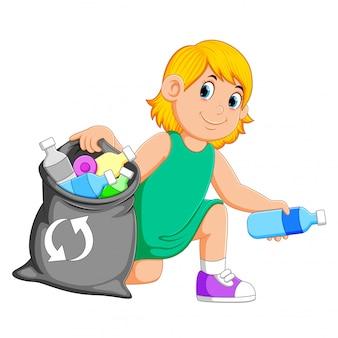 ゴミを収集する女性