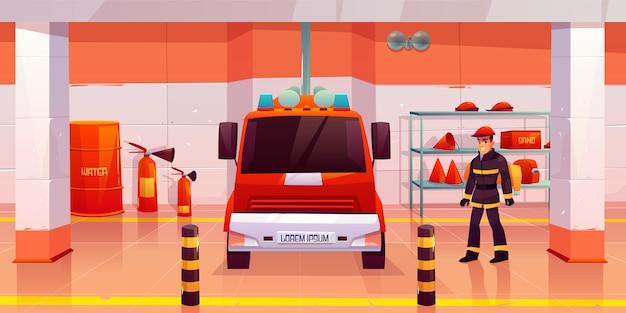 消防士の男がガレージで消防車の近くに立つ