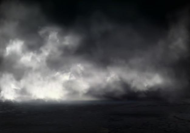 Утренний туман или туман на реке, дым или смог распространяются по темной воде или поверхности земли