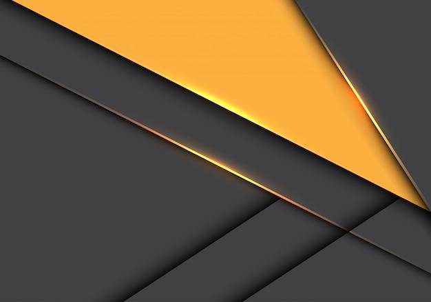 Желтый треугольник на сером фоне металлического перекрытия футуристический.