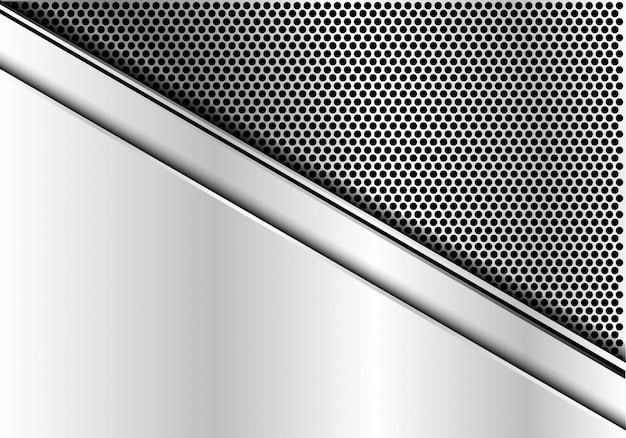 サークルメッシュパターンの背景に銀の皿。
