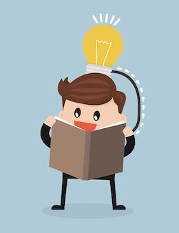 Векторный мультфильм человека, читающего книгу, которые создают идею.