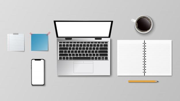 Вид сверху современного рабочего места, ноутбук кофе бумага карандашом на белом фоне