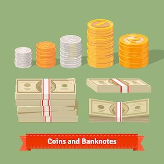 Штабелированная куча монет и банкнот