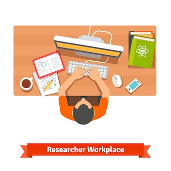 Молодой студент или ученый, который учится у себя дома