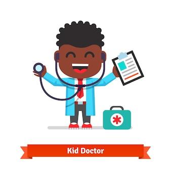 医者、聴診器で遊ぶ、小さな男の子