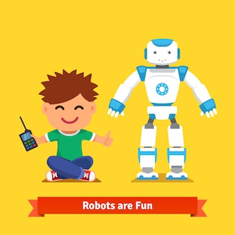 Маленький мальчик, играющий с роботом с дистанционным управлением
