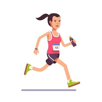 Молодая женщина работает марафон