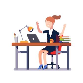 作業の成果を祝うビジネス女性