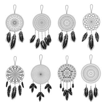 手描きの羽を持つインドのドリームキャッチャー。エスニックなデザイン、自由奔放に生きるシックな部族のシンボル。