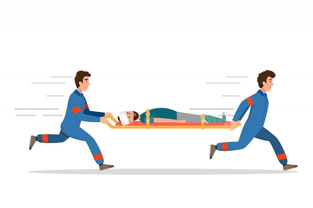 救急車救急医療サービススタッフが担架で患者を運んでいます。