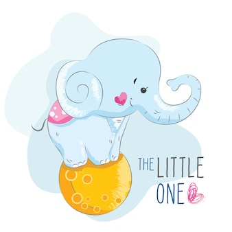 月のボールに立っている赤ちゃんの象