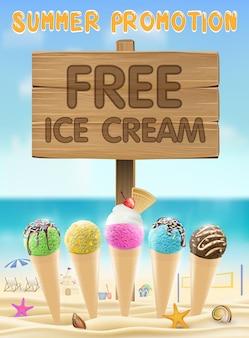 Бесплатное мороженое деревянная доска знак на морском песчаном пляже