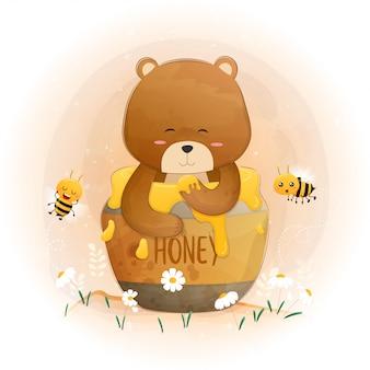 Милый коричневый плюшевый мишка в банку меда.