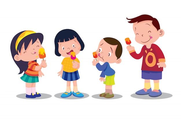 子供はアイスクリームを食べる