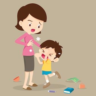怒っている少年の母親を打つ