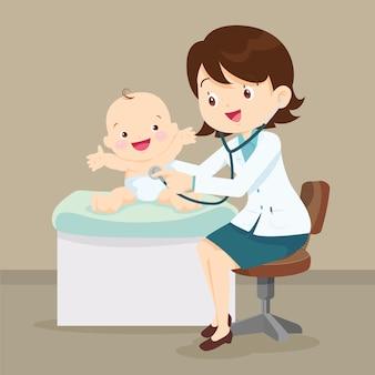 小児科医の医師が小さな赤ちゃんを調べる