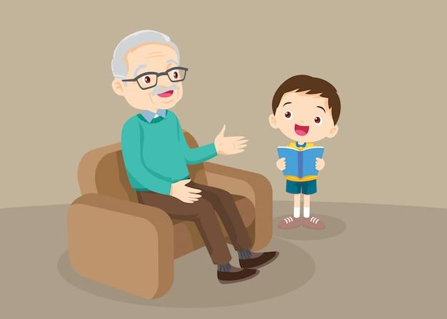 孫の読書を持つ祖父母