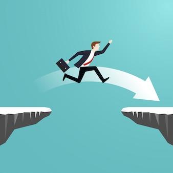 Бизнесмен, перепрыгивая через пропасть утеса, идет к успеху