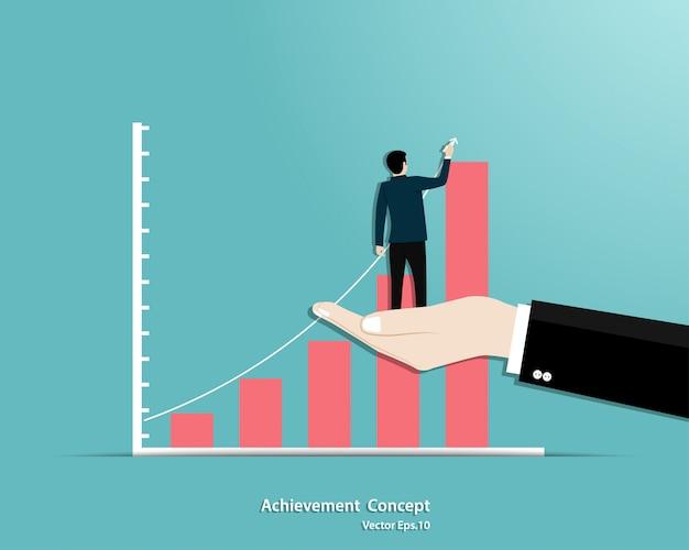 ビジネスマンは、マネージャーの手のサポートに立って成長のグラフを描画します